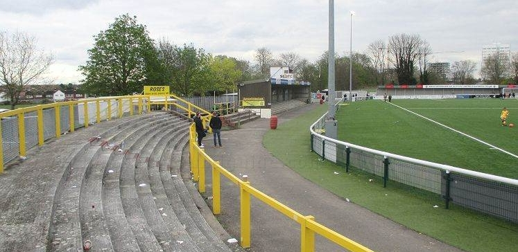 sutton-united-fc-borough-sports-ground-curved-terrace-1461839453