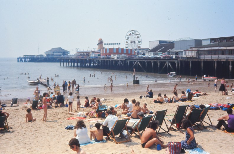 1976-Brighton-Pier-Yvonne-Thompson
