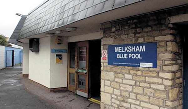 39395-  Stock pic Melksham Blue Pool.  14/07/10  GPHILLIPS