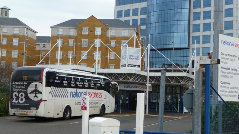 National_Express_C052_FJ57_KJU_and_Southampton_coach_station